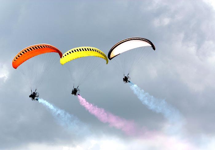 详解:三角翼飞行器与动力伞的区别